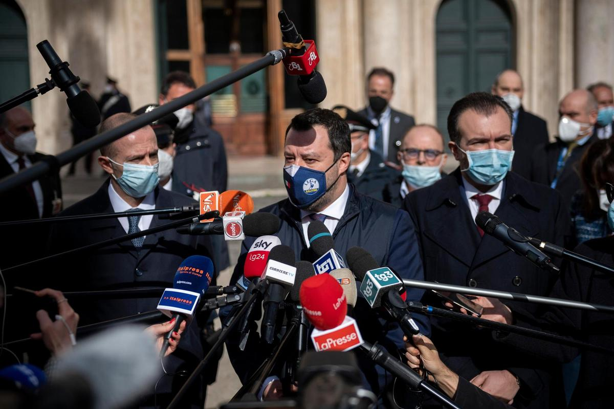 Is everything suddenly different now?  Matteo Salvini has to explain his political change everywhere these days.