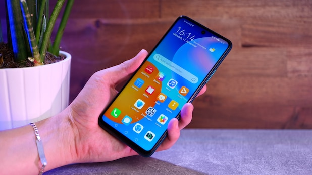 When purchasing a new Huawei smartphone, customers can save a lot of money on handing over an old device.