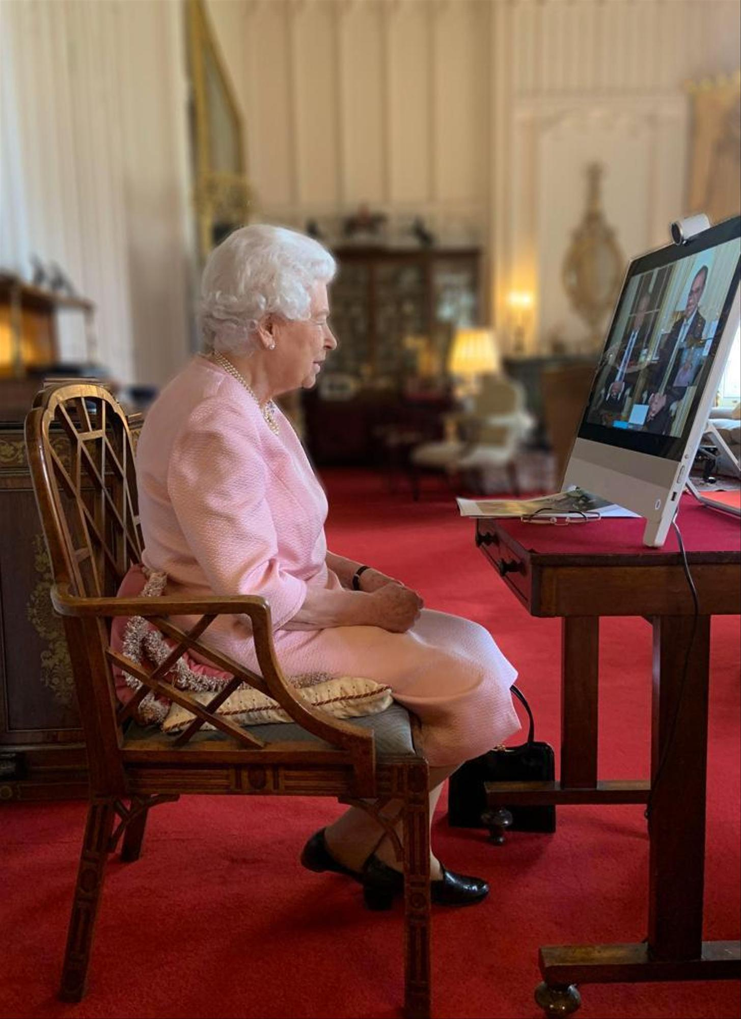She didn't want to watch the interview: 95-year-old Queen Elizabeth II in conversation with Australian politicians.