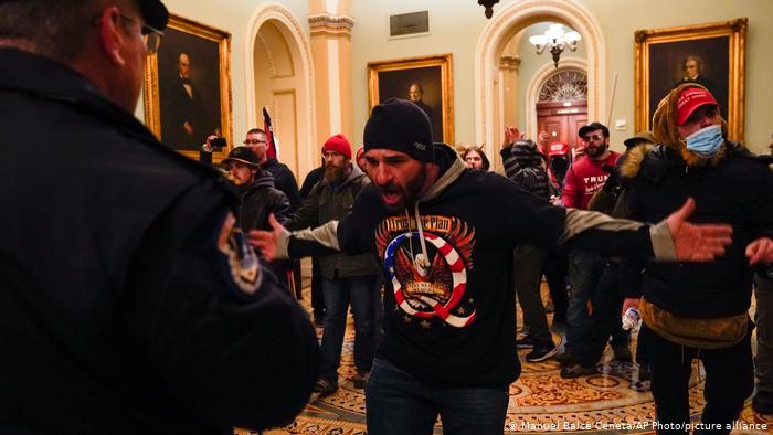 United States of America |  Presidential elections |  A protester is in an aggressive situation on the Capitol