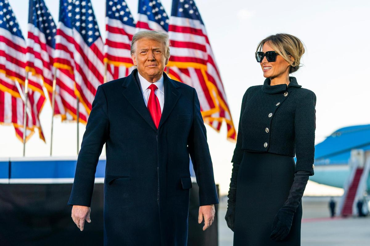 Tweet on Twitter: US President Donald Trump and First Lady Melania Trump are in the Andrews Air Force near Washington before they merit retirement with Air Force One in Florida (Jan 20, 2021).