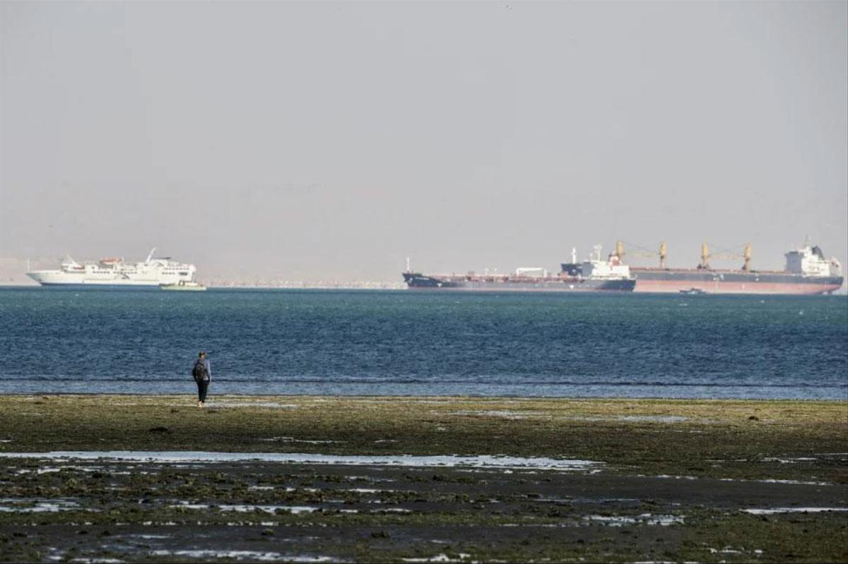According to the canal authority, there were 370 ships waiting to pass on both sides of the canal, including 25 oil tankers.  Even the Bloomberg Financial News Service reported 450 ships.  The day-long siege lost nearly $ 14 million in revenue every day.  The liability claims against Ever Given owners are likely already expensive.