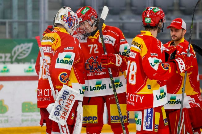 When he was 16 years old, Lian Bichsel (No. 72) was allowed to sniff professional air multiple times at EHC Biel.