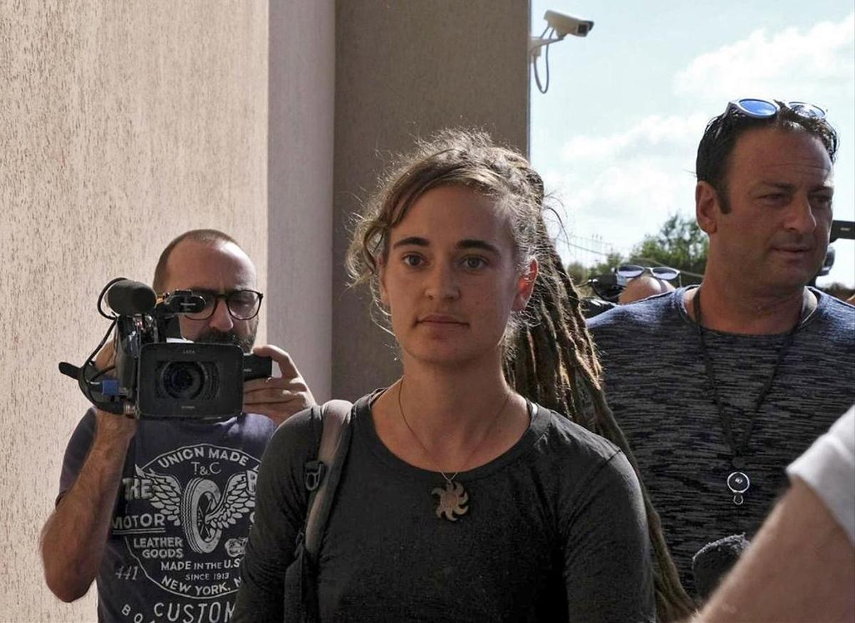 Court hearing in July 2019: Sea-Watch3 Captain Carola Raccetti (C) upon arrival in Ragusa from Sicily.