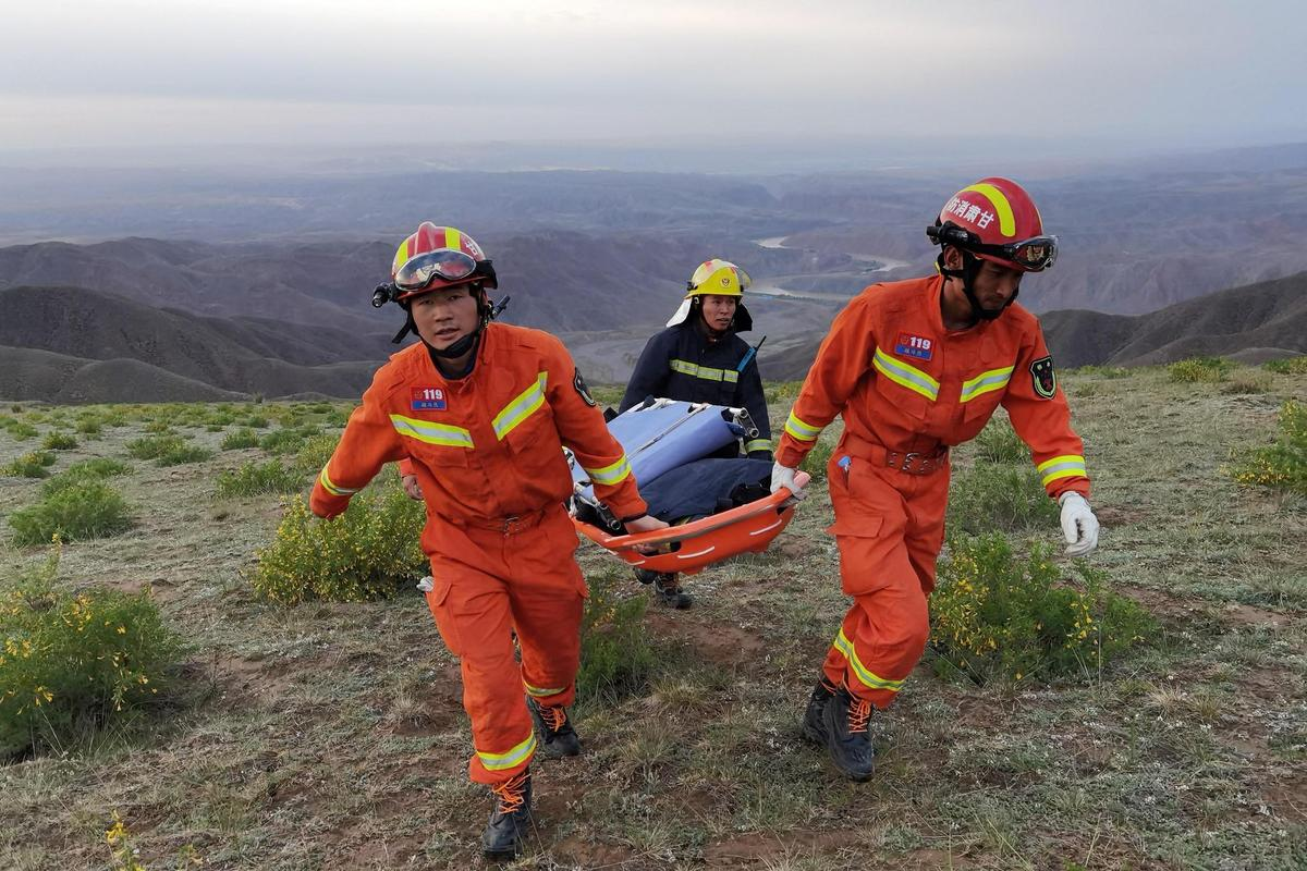 The search was very difficult in the rugged terrain of up to 2000 meters: local authorities organized a rescue operation with 1200 helpers.