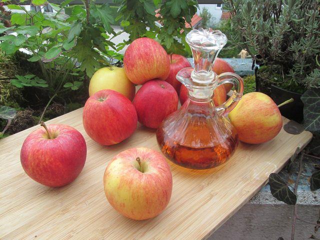 Apple cider vinegar is a proven home remedy for sunburn.