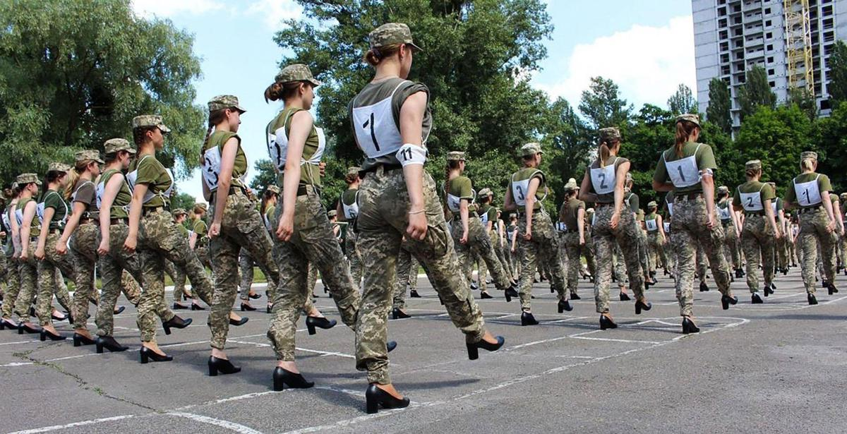 The drawback was that the soldiers wore pumps instead of combat boots during the exercise.