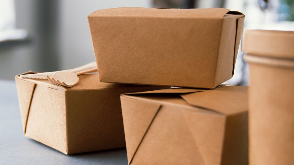 Putting packaging to the test: Harmful chemicals end up in fast food