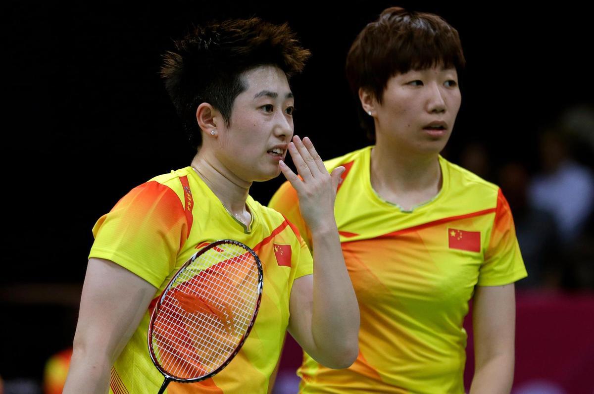 Suddenly they didn't feel like winning anymore: Yu Yang (left) and Wang Xiaoli.