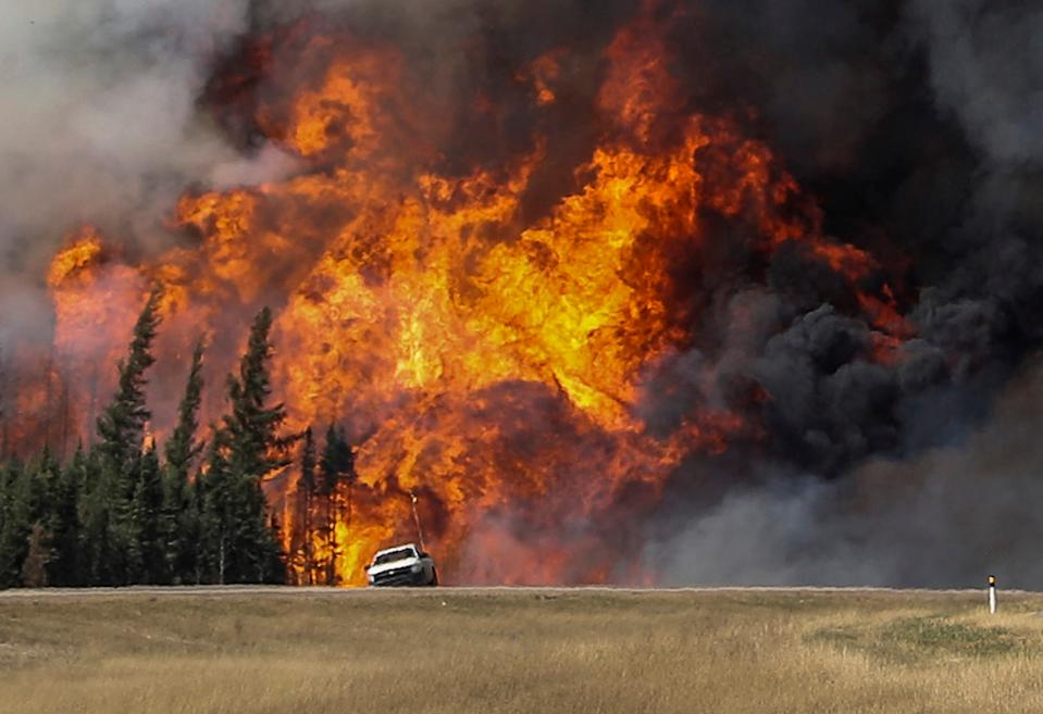 Flames near the Canadian community of Fort McMurray on May 7, 2016. They should spread quickly then and burn for several months.  (Photo: Reuters/Mark Blench)