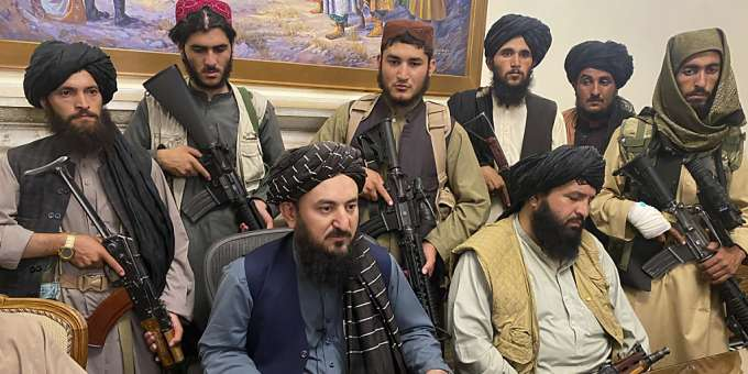 Taliban fighters sit in a room in the presidential palace.  Photo: AP / dpa