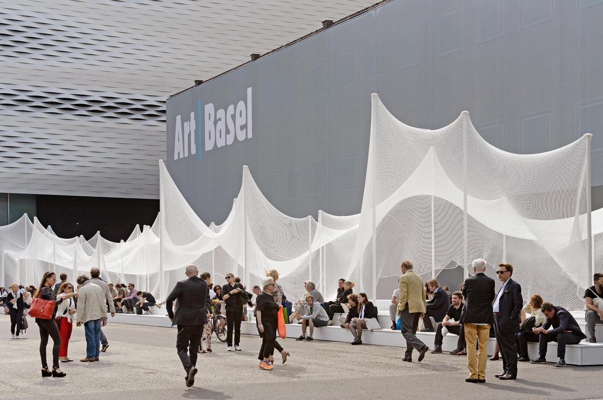 Art Basel 2014 - N wie Netz - Attraktiv auf dem Messegelände.