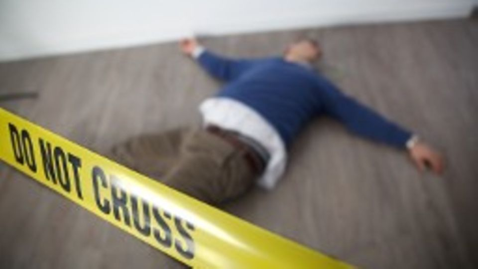 Stitches in the back and groin: Berlin-Neukoelln: A shop robber stabs his employer