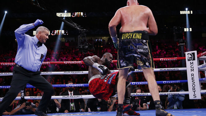 In the end, Fury (r.) won against Deontay Wilder by knockout.